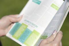 Giornale della lettura Fotografia Stock