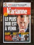 Giornale di Marianne con la pubblicità di Emmanuel Macron ed il Ti duro Immagine Stock