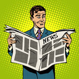 Giornale di notizie della lettura dell'uomo d'affari dell'uomo Fotografie Stock