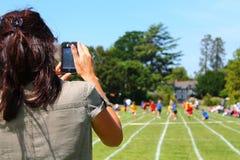 Giornata di gare sportive della registrazione della madre Immagini Stock Libere da Diritti