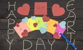 Giornata per la Terra felice 22 aprile scritto con l'indicatore Fotografia Stock