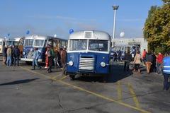 Giornata porte aperte pubblica sul garage di 40 anni Cinkota del bus Fotografie Stock Libere da Diritti
