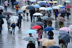 Giorni piovosi alla stazione ferroviaria Fotografia Stock Libera da Diritti