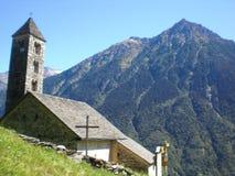 Giornico: paesaggio con la chiesa di St.Nicolaos Immagini Stock