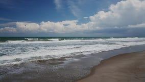 Giorno al ciclo della spiaggia archivi video