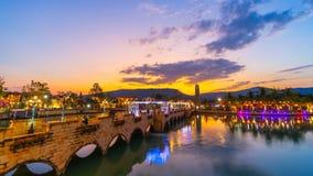Giorno all'intervallo di notte di Verona a Tublan, stile dell'Italia del centro commerciale in Prachin Buri, Tailandia archivi video