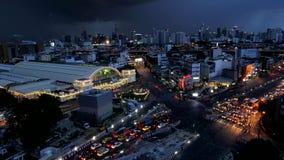 Giorno alla notte a Hua Lamphong Station a Bangkok Tailandia Lasso di tempo video d archivio
