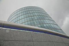 Giorno autunnale lunatico a Londra - costruzione rotonda moderna immagine stock libera da diritti