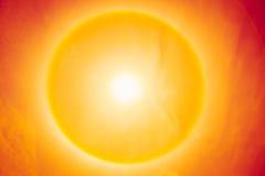 Giorno caldo soleggiato di estate, fenomeno di alone del sole Immagine Stock Libera da Diritti