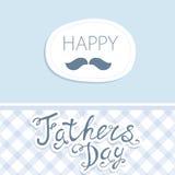 Giorno del padre felice Vector la carta con i vetri di vino sul modello senza cuciture del gallone Immagini Stock