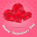 Giorno del ` s del biglietto di S. Valentino e poligono felici del cuore di due rossi sul fondo rosa del cuore Fotografia Stock Libera da Diritti