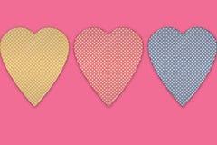 Giorno del ` s del biglietto di S. Valentino e simbolo di amore Cuore o di Candy di tre rossi Fotografie Stock Libere da Diritti