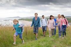 Giorno della famiglia alla spiaggia fotografia stock libera da diritti
