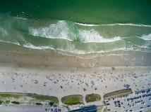Giorno della spiaggia dal cielo Immagine Stock