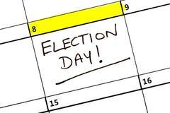 Giorno delle elezioni evidenziato su un calendario immagini stock