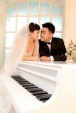 Giorno delle nozze di giovani coppie asiatiche Fotografia Stock Libera da Diritti