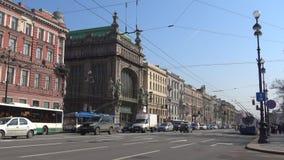Giorno di April Sunny sulla prospettiva di Nevsky St Petersburg stock footage