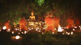 Giorno di Asalha Bucha, Chiangmai, Tailandia video d archivio