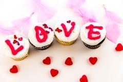 Giorno di biglietti di S. Valentino - bigné che compitano AMORE Fotografie Stock