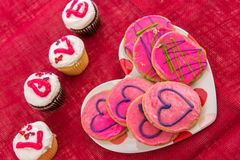 Giorno di biglietti di S. Valentino - bigné che compitano AMORE Fotografia Stock