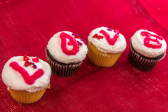 Giorno di biglietti di S. Valentino - bigné che compitano AMORE Immagini Stock Libere da Diritti