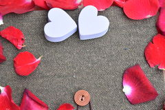 Giorno di biglietti di S. Valentino con le rose ed il fondo dei cuori Fotografia Stock