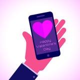 Giorno di biglietti di S. Valentino felice - Smartphone piano a disposizione Immagini Stock Libere da Diritti