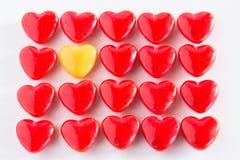 Giorno di biglietti di S. Valentino a forma di del cuore rosso e giallo Candy Fotografia Stock