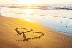 Giorno di biglietti di S. Valentino sulla spiaggia fotografie stock