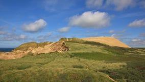 Giorno di estate alla costa ovest della Danimarca Rubjerg Knude, 90 misura l'alta duna con un contatore di sabbia Immagine Stock Libera da Diritti
