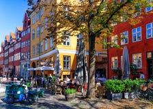 Giorno di estate in Gråbrødretorv, Copenhaghen, Danimarca - agosto 2016 fotografia stock