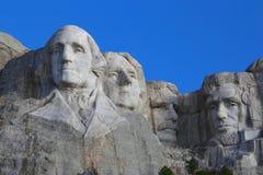 Giorno di estate soleggiato blu commemorativo nazionale del monte Rushmore chiaro Immagini Stock