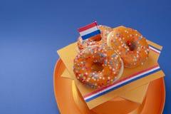 Giorno di festa del re Accessori arancio Priorità bassa per una scheda dell'invito o una congratulazione Posto per testo Immagini Stock Libere da Diritti
