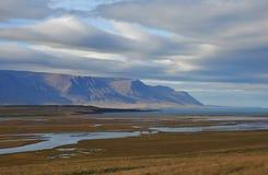 Giorno di fine dell'estate vicino a Saudarkrokur, Islanda Paesaggio costiero Fotografie Stock