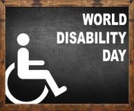 Giorno di inabilità del mondo scritto sulla lavagna Immagini Stock Libere da Diritti