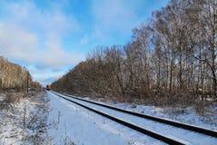 Giorno di inverno dei binari ferroviari La Russia Immagini Stock