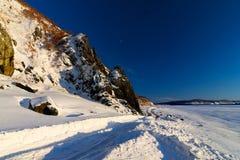 Giorno di inverno gelido sul fiume l'Amur Fotografia Stock Libera da Diritti