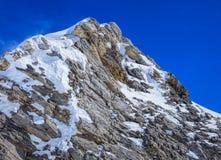 Giorno di inverno ventoso nelle alpi svizzere Fotografie Stock