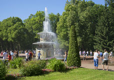 Giorno di luglio alla fontana romana Peterhof, Russia Fotografie Stock Libere da Diritti