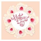 Giorno di madri felice Calligrafia fatta a mano e rose Immagini Stock Libere da Diritti
