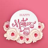 Giorno di madri felice Calligrafia fatta a mano e rose Fotografie Stock Libere da Diritti