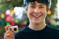 Giorno di Natale felice dell'adolescente con la macchina fotografica Fotografie Stock