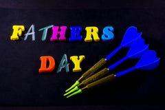 Giorno di padri scritto dalle lettere del giocattolo immagini stock libere da diritti
