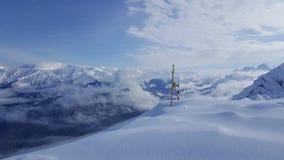 Giorno di punta della neve della montagna fotografia stock libera da diritti
