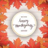 Giorno di ringraziamento Calligrafia felice di ringraziamento e foglie di autunno di caduta su fondo di legno Insegna di giorno d Immagini Stock