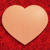 Giorno di S. Valentino felice su stile d'annata del cuore di struttura di legno del fondo sulle rose Fotografie Stock Libere da Diritti