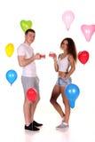 Giorno di S. Valentino romantico del celebrat della data delle giovani coppie felici Fotografia Stock Libera da Diritti