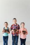 Giorno di terra ed ecologia e concetto dei bambini Fotografia Stock Libera da Diritti