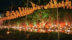 Giorno di Visakha Bucha, Chiangmai, Tailandia (carrello sparato) archivi video