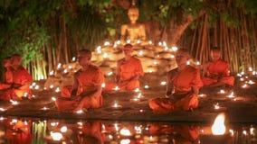Giorno di Visakha Bucha, Chiangmai, Tailandia (colpo lasciato carrello) archivi video